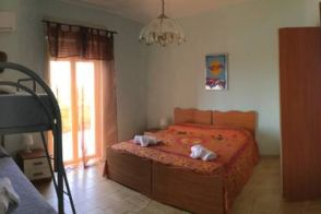 Villa Kaos - Quadruple Room with Shared Bathroom