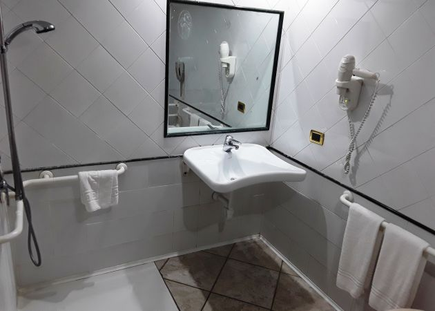 Hotel Villa Afrodite - King Room with Disabled Access and Shower